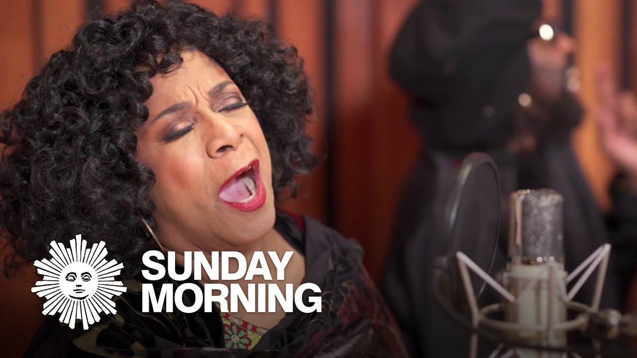 Picture of Merry Clayton singing